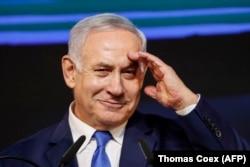 Биньямин Нетаньяху радуется победе на выборах 9 апреля