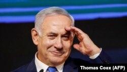صدراعظم بنیامین نتانیاهو په تلابیب کې خپلو پلویانو ته د وینا پر مهال. April 10, 2019