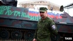 یک شورشی هوادار روسیه در اوکراین