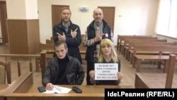Елена Блинова и защитник Павел Романов, Василий Осипов, Вячеслав Рыбаков