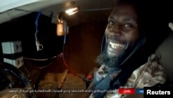 Fotografia e militantit, Abu-Zakariya al-Britani pak para sulmit vetvrasës në Mosul