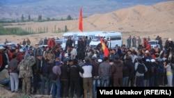Ыстықкөлде шеруге шыққан тұрғындар. Қырғызстан, 31 мамыр 2013 жыл.