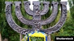 Памятник в Бабьем яре
