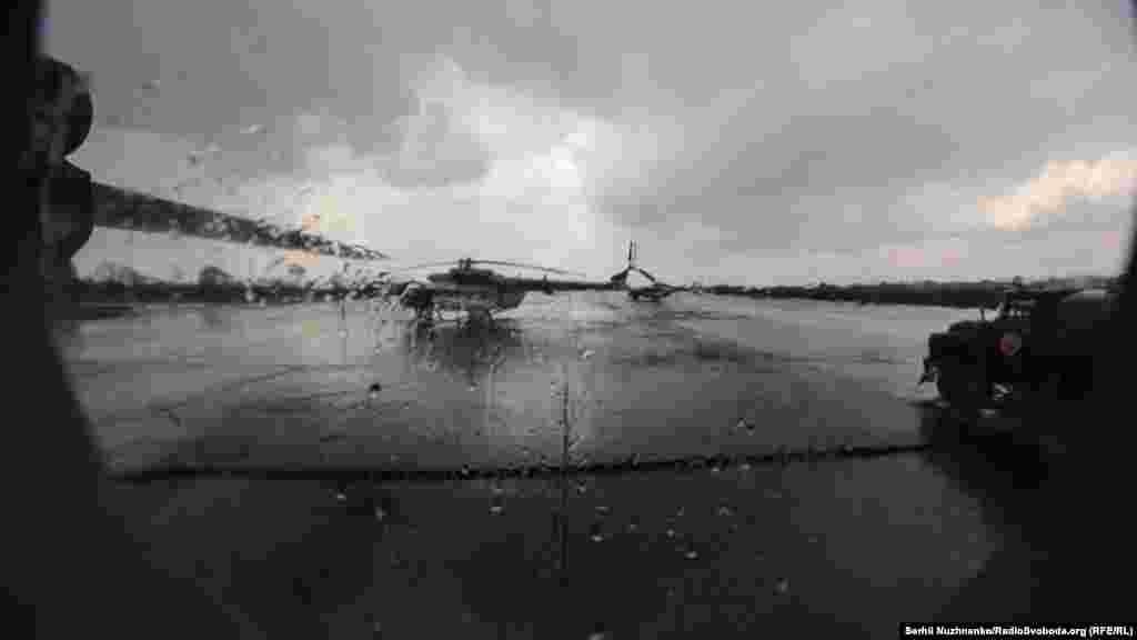 Літак АН-32П здійснює водозлив на пожежу на навчаннях служб ДСНС на аеродромі «Ніжин»