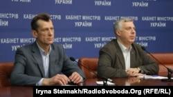 Міністр освіти України Сергій Квіт (праворуч) і його заступник Павло Полянський