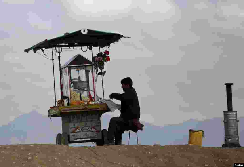 An Afghan man sells popcorn in Kabul. (Reuters/Ahmad Masood)