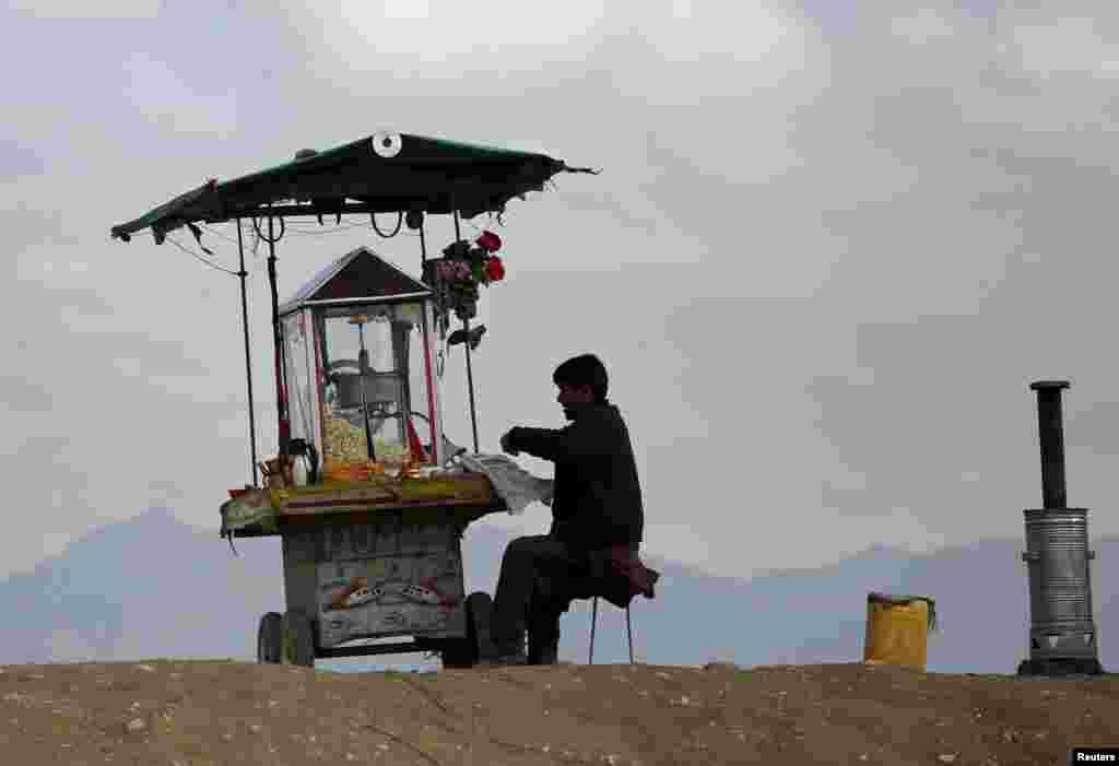 An Afghan man sells popcorn in Kabul. (Reuters/Ahmad Masood)
