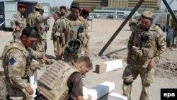 Ирак - это не только война. Британские войска восстанавливают школу в Басре
