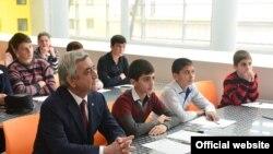 «Վանաձոր Քիմպրոմ»-ի և «Լոռի Ճանշին»-ի աշխատակիցները աշխատավարձի հույսը նախագահի հետ են կապում