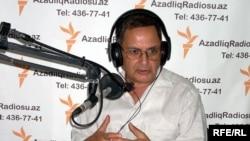 Рахман Бадалов в студии радио Азадлыг