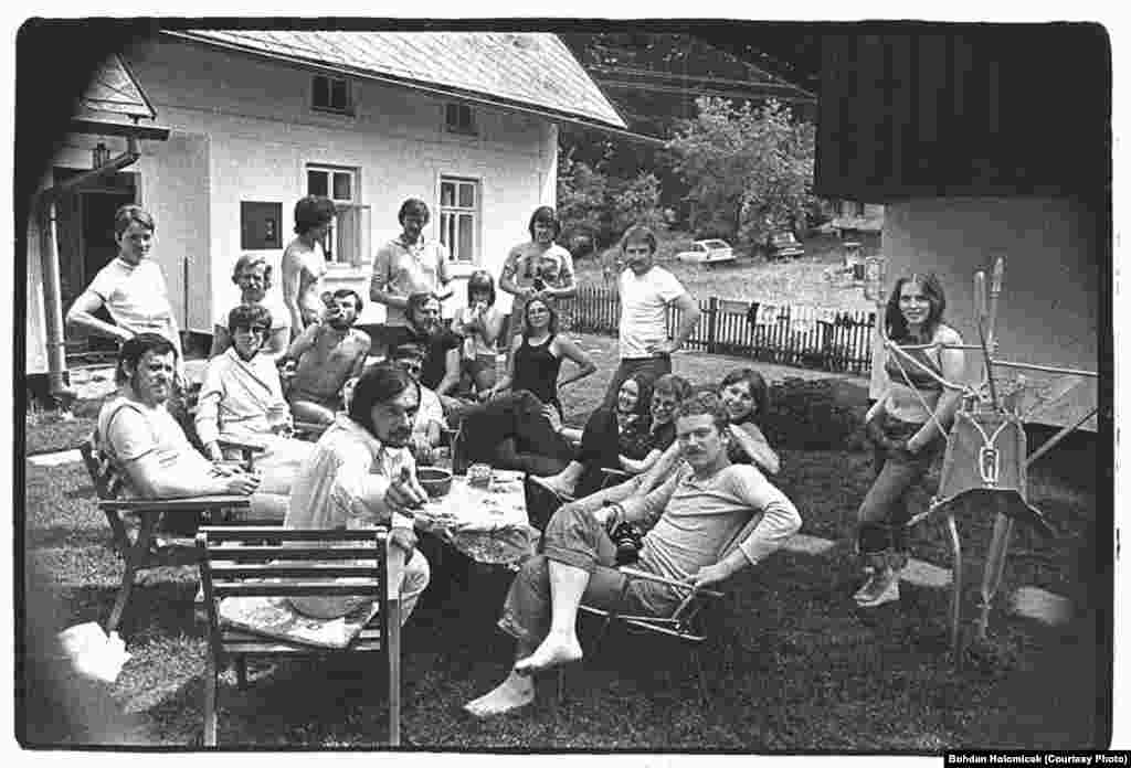 """Friends and actors gather for a reading of Havel's play """"The Garden Party."""""""