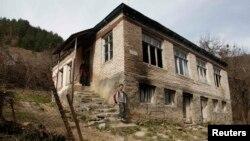Грузияның Макарта елдімекеніндегі үйлердің бірі. 5 сәуір 2013 жыл. (Көрнекі сурет.)