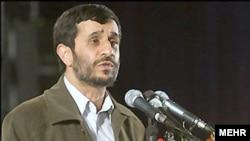 محمود احمدی نژاد از اساتید بسیجی خواست تا در تدوين برنامه پنجم توسعه مشارکت کنند تا ايران بر اساس الگوهای اسلامی ساخته شود.