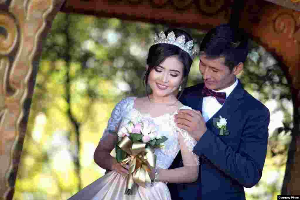 Уланбек и Сапаргуль поженились 10 октября 2017 года.