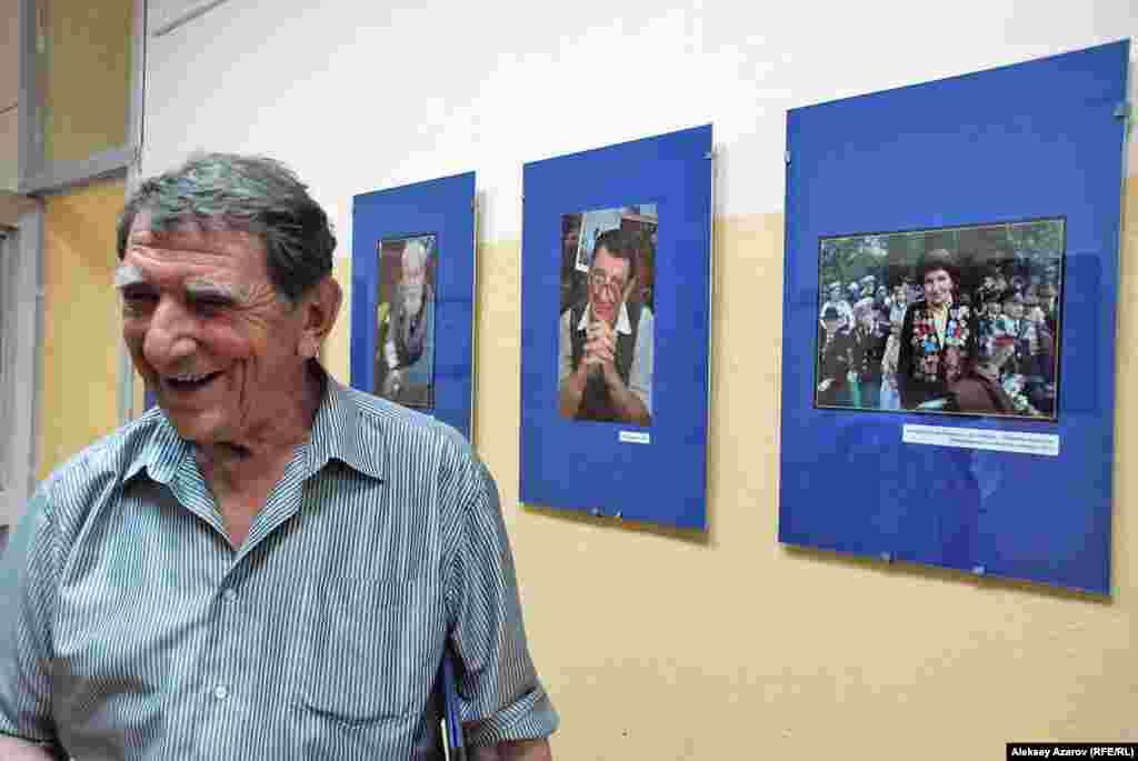 Работа Валерия Коренчука «Снайпер Лидия Бакиева» получила диплом на международном круизе фотографий в Сербии. Вручение диплома должно пройти 11 сентября 2015 года, но на церемонии Коренчука не будет. На фото — участница Великой Отечественной войны снайпер Лидия Бакиева (ныне покойная). Фото сделано два года назад в алматинском парке. Оказывается, за полвека участия в фотоконкурсах и на выставках за пределами Казахстана Коренчук присутствовал лично только на биеннале в Ташкенте.