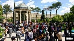 Eýran, Şiraz, Hafyzyň guburyna zyýarat