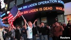 Америкалыктар бин Ладендин өлүмү тууралуу кабарды ушундай шаттануу менен тосуп алышты. Нью-Йорк, 2-май, 2011-жыл