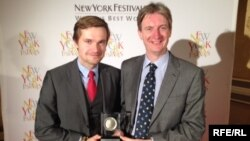 Roman Kupka (l) and Ray Furlong (r) at the 2016 New York TV & Film Festival awards gala in Las Vegas, April 19, 2016