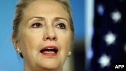 Гілларі Клінтон у Держдепартаменті США відповідає на запитання про морських піхотинців, 12 січня 2012 року