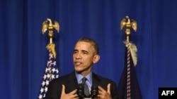 Президент США Барак Обама выступает в кулуарах саммита по климату (Ле Бурже, 1 декабря 2015 года)