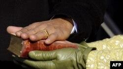 Библия, на которой Обама поклялся в верности конституции, когда-то принадлежала Аврааму Линкольну