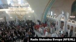 """Oсветување на Соборниот храм """"Воскресение Христово"""" во Тирана"""