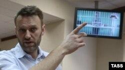 Ռուսաստան - Ալեքսեյ Նավալնին դատարանի դահլիճում, որին տեսակապով միացել է Օլեգ Նավալնին, Մոսկվա, 17-ը փետրվարի, 2015թ․