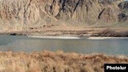 Արաքս գետը հայ-իրանական սահմանին