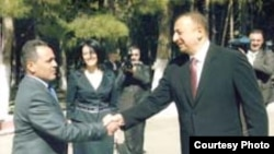 Musa Musayev prezidenti salamlayır. Naftalan. Mart 2008