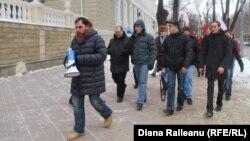 Protestul comuniştilor la ministerul de interne.