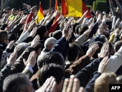 У генерала Франко в Испании еще остались сторонники. Но их немного