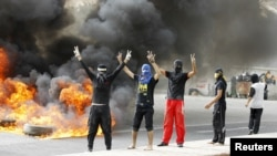 Антивладини протести во Бахреин на 22 април 2012 година.
