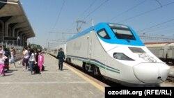 Afrosiyob тез юрар поезди