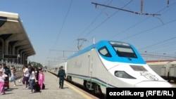 """""""Афросиëб"""" поезди 2011 йилда йўлга қўйилган эди."""