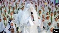 تصویری از جشن تکلیف دختران در شیراز