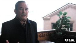 Шестикратный депутат парламента Серик Абдрахманов дает интервью радио Азаттык. Алматы, 18 декабря 2008 года.