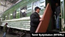Поезд в Кыргызстане. Иллюстративное фото.
