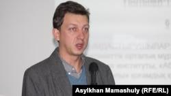 Украина жоғарғы радасының депутаты Олесь Доний. Алматы, 6 желтоқсан 2012 жыл.