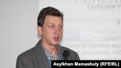 Депутат Верховной Рады Украины Олесь Доний. Алматы, 6 декабря 2012 года.