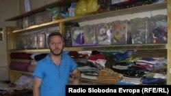 Александар Рашковиќ, дипломиран ликовен уметник-костимограф и професор по костимографија на Факултетот за драмски уметности во Скопје.
