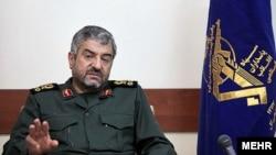 محمدعلی جعفری، فرمانده سپاه پاسداران، میگوید که «دشمن از حمله گسترده زمینی و دراز مدت به ایران واهمه دارد».
