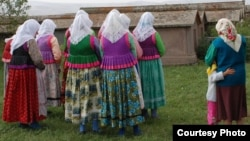 самый старший член фотоклуба – шестидесятидвухлетняя Мария Белоусова говорит, что фотография помогла ей взглянуть по-новому на место, в котором она родилась и выросла