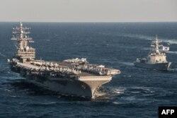 """Авианосец ВМС США """"Рональд Рейган"""" на учениях в Японском море"""