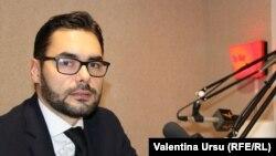 Iulian Groza în studioul Europei Libere de la Chișinău