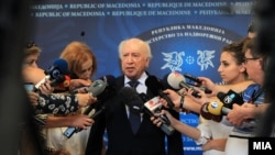 Архивска фотографија: Посредникот на ОН во спорот за името Метју Нимиц дава изјава за медиумите во Скопје