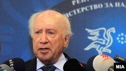 Посредникот на ОН во спорот за името Метју Нимиц дава изјава за медиумите во Скопје