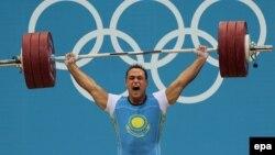 Казахстанский тяжелоатлет Илья Ильин на Олимпийских играх 2012 года в Лондоне.
