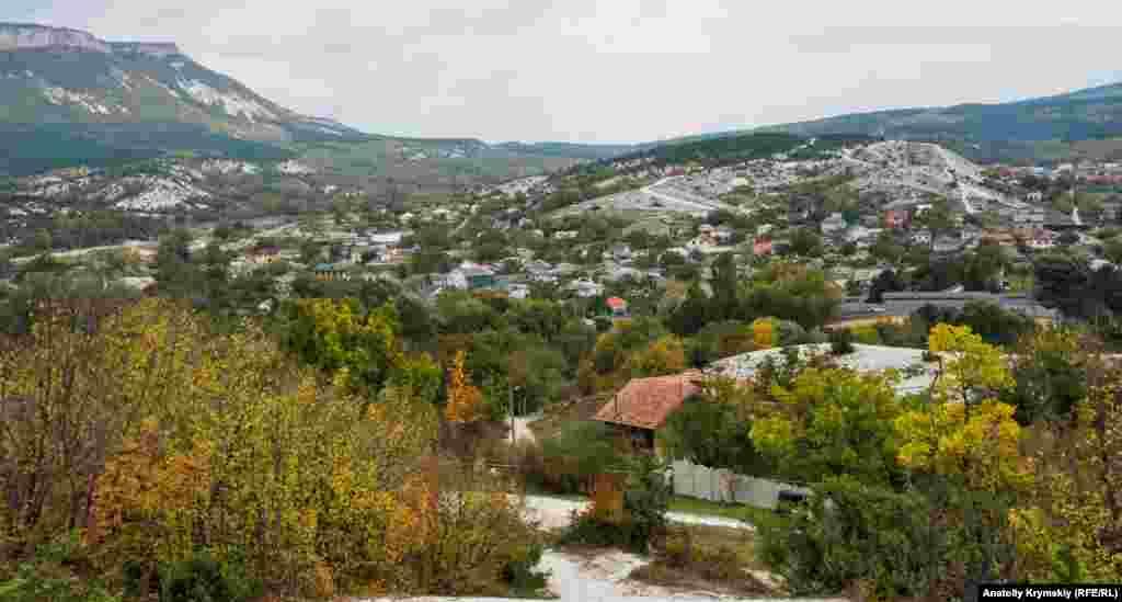 Краєвид на Куйбишеве з підніжжя гори