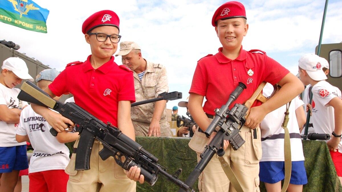 В России приняли закон о патриотическом воспитании в школах