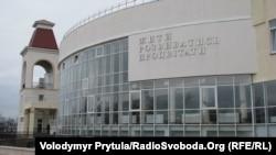 Архівне фото. Українська гімназія в Сімферополі, 2012 рік
